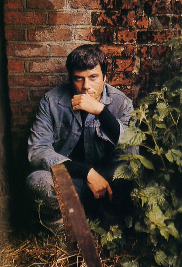 best ideas about oliver reed oliver twist paul oliver reed positively smouldering in this pic he s my number one sexy guy has charisma overflowing a gorgeous very naughty true rebel