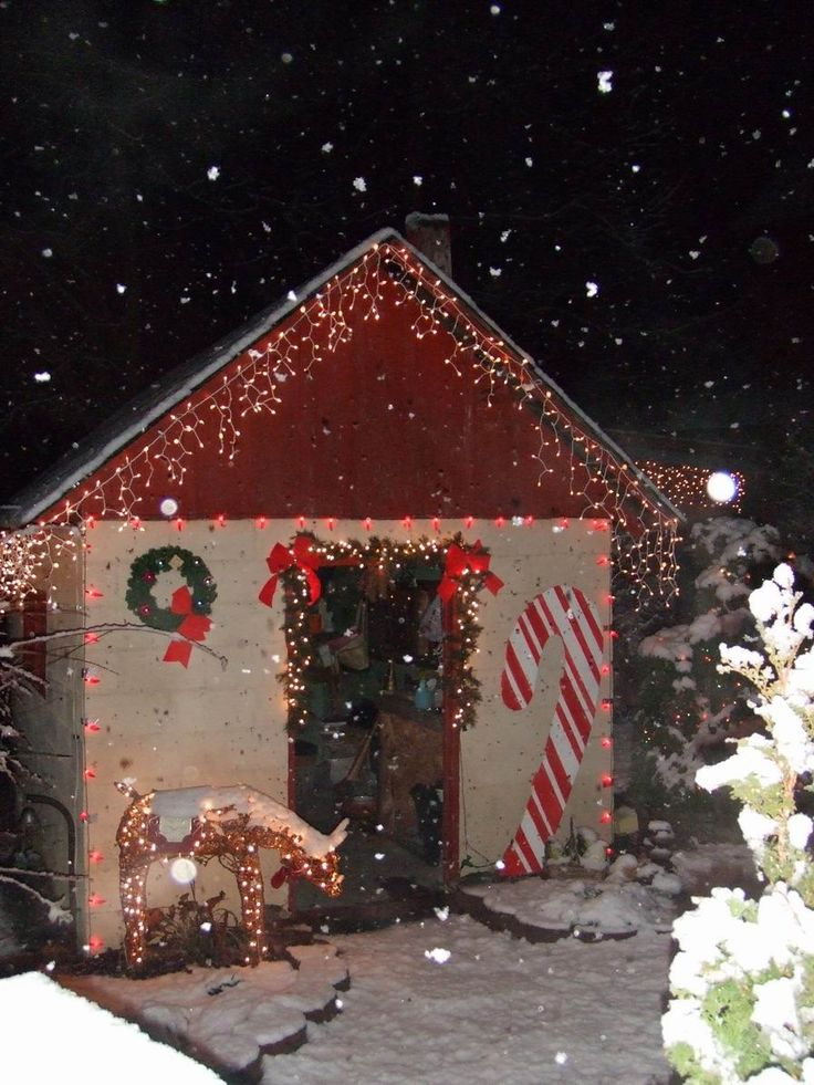 Wow - great shed decorated for the holidays!