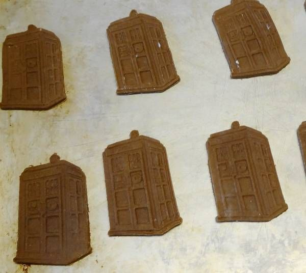 3D print unique cookie cutters = TARDIS gingerbread cookies