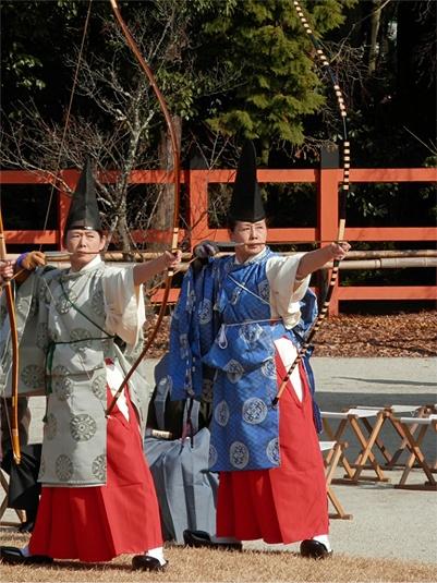 "Kamigamo shrine archery feast.   Kamakura-era costume ""suikan""."