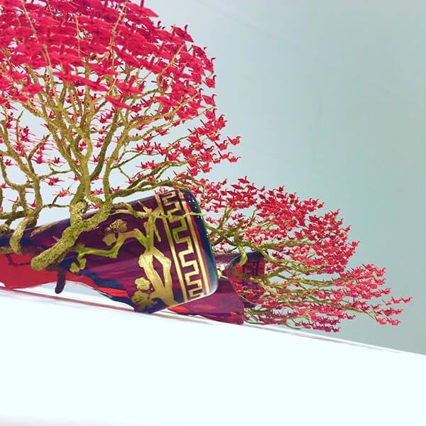 Красочные деревья бонсай из сотен миниатюрных оригами