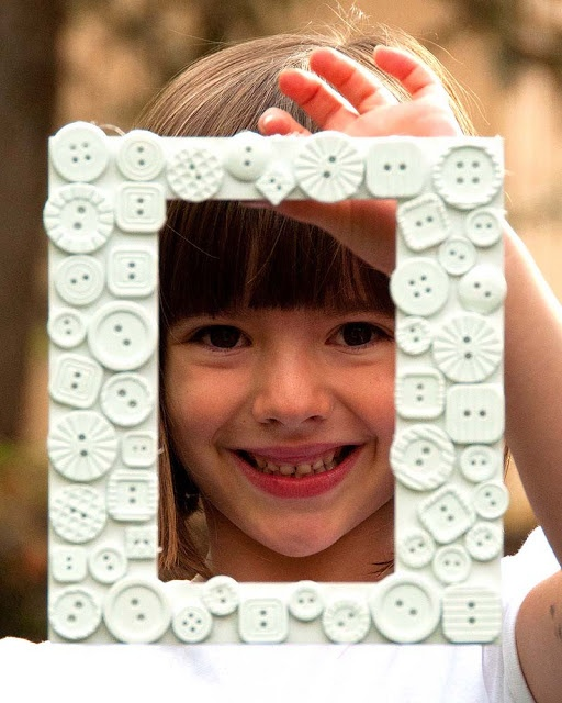 Make a simple button photo frame to give as a present