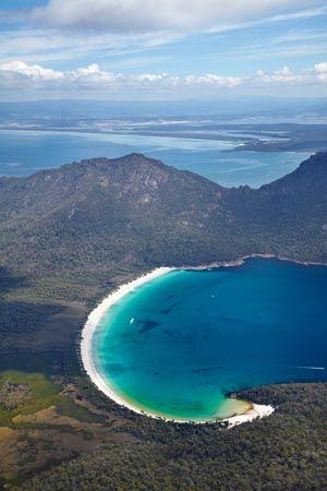 Wineglass Bay, Freycinet Peninsula, Tasmania, Australia