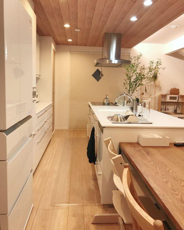 下がり天井が空間を仕切るキッチン Mariagramさんのキッチンを探索 一条工務店 スマートキッチン ワイドカウンター スマート キッチン キッチンデザイン リビング キッチン