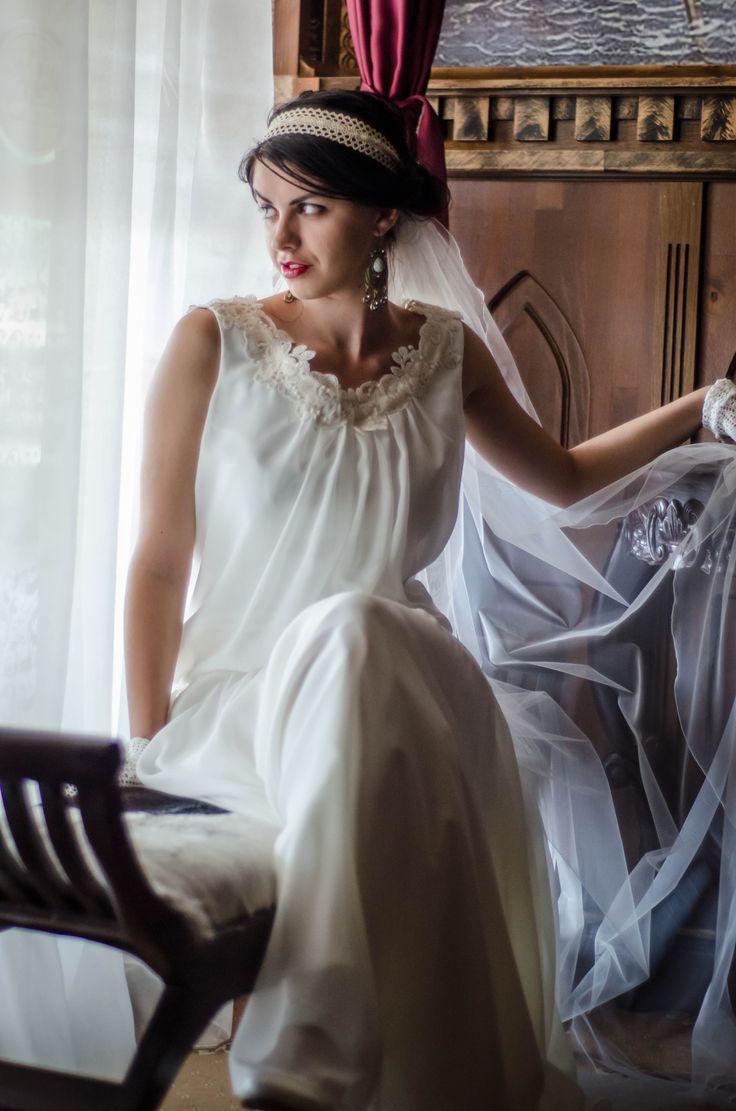 Fiecare imagine are o poveste, povestea este legata de moment, de traire, de expresie ....  Portret de mireasa de la http://gabrielstroe.ro/  #wedding #portrait #bride #glamour