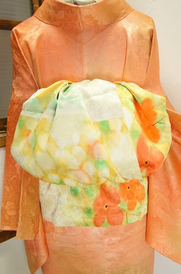 やわらかな日の光や心地よい風を感じさせてくれるような草花の染模様美しい、手描き染め京友禅の染見本反物を贅沢に使った大人兵児帯です。