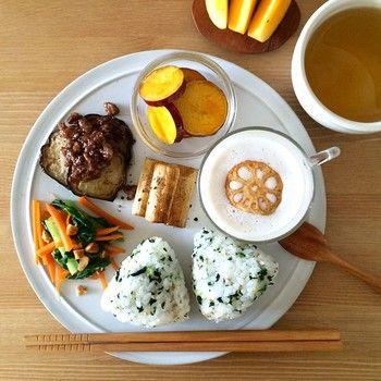 残り物で作った和食プレート。スープの上に飾ったレンコンが可愛い♪