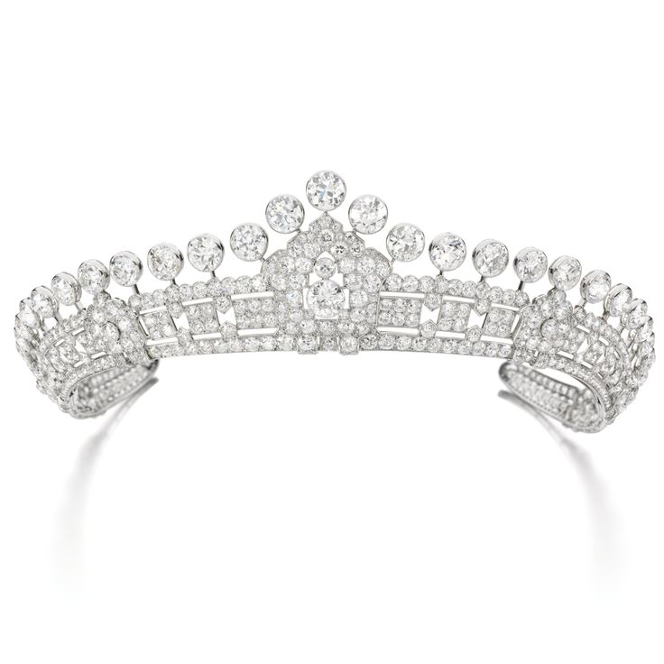 PROPERTY FROM THE ESTATE OF MARY, DUCHESS OF ROXBURGHE: Diamond tiara, Cartier, 1930s. Of geometric design, set throughout with circular-cut diamonds surmounted by a graduated series of thirty-one collet-set diamonds.