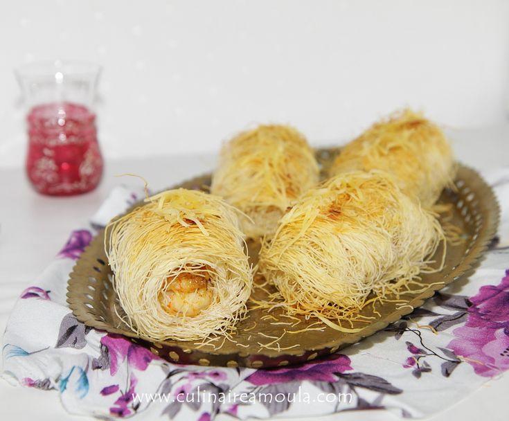 Assalamo Alaykoum, Bonjour à tous, * Ingrédients: - 250g de pâte kadaïfs - 75g de beurre - 250g de crevettes décortiquées - 3 poireaux - Sel - Poivre - 1 càc de curry en poudre - 2 càs d'huile d'olive - 100g de fromage râpé * Préparation: - Dans une poêle...