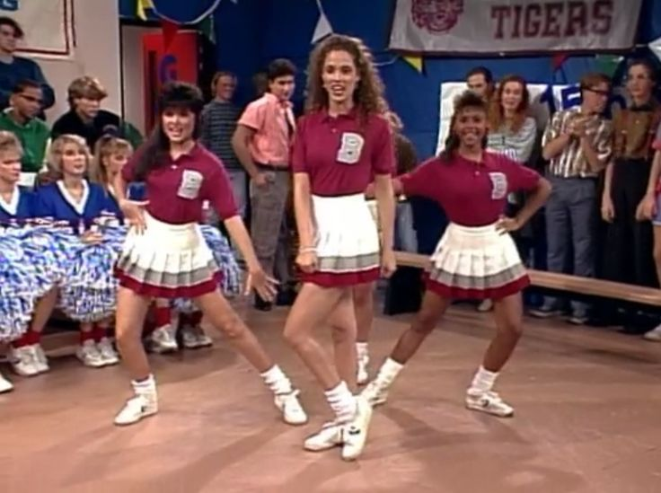 saved by the bell bayside cheerleader kelly kapowski costume idea - Saved By The Bell Halloween Costume