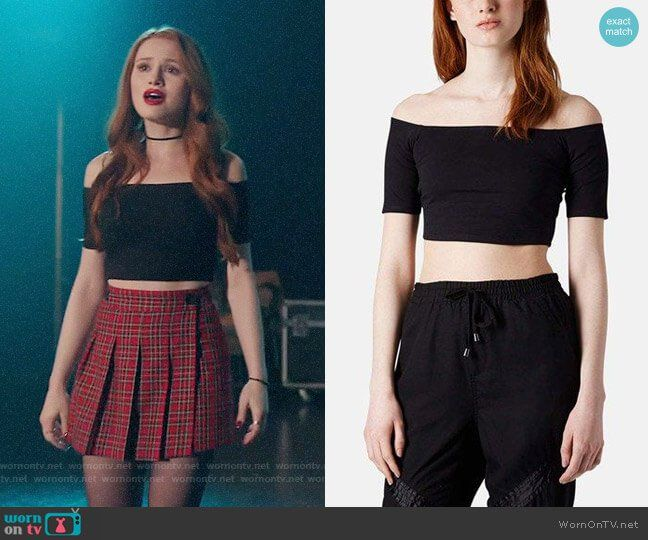 fda11e4e63e140 Cheryl s black crop top and red plaid mini skirt on Riverdale