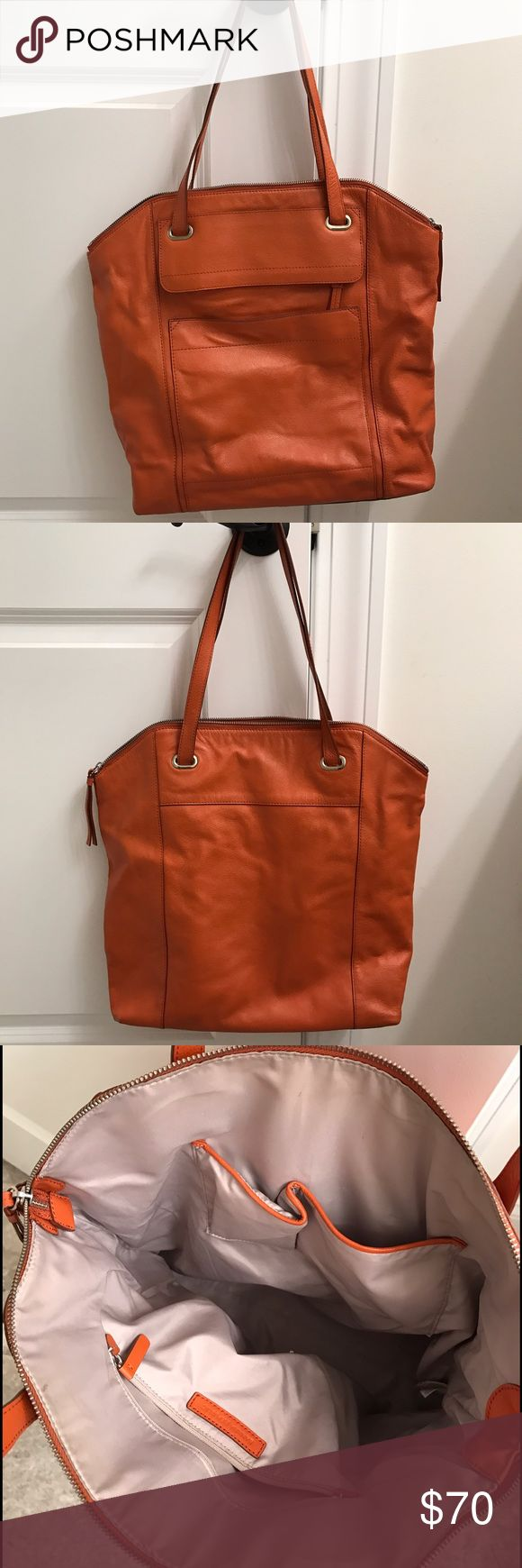 Like New Banana Republic Leather Tote Stand out from the rest with this super chic Banana Republic Tote. Nice and roomy! Banana Republic Bags Totes
