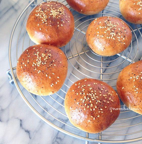 Maak je eigen epic hamburgers met zelfgemaakte broodjes. Inclusief tip voor de lekkerste sappigste burgers.