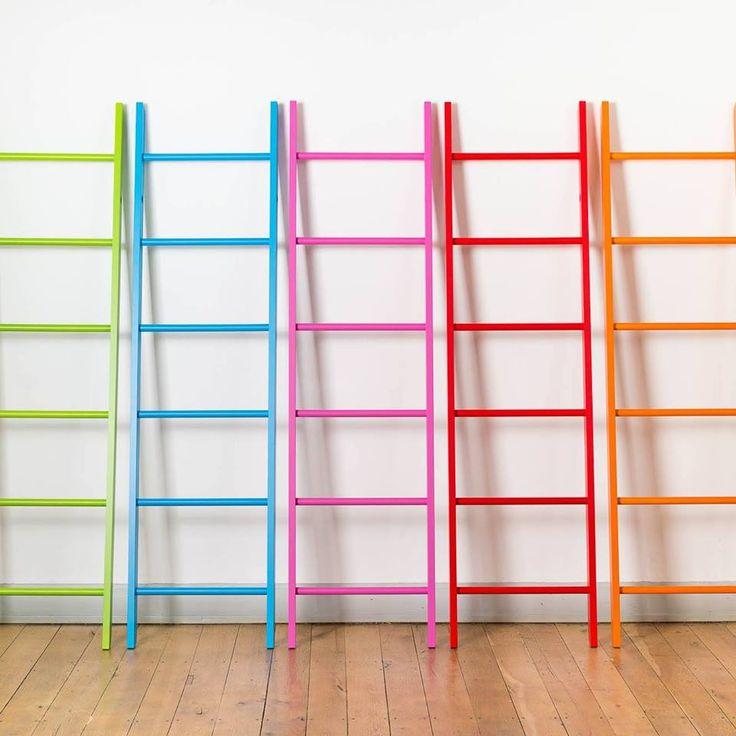 Die farbig lackierte Kleiderleiter gibt es in 8 schönen Farben. Bitte wählen Sie die für Sie passende in unserem Shop!