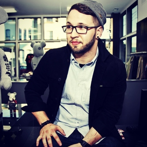 Andy Mineo looking Quite Dapper!