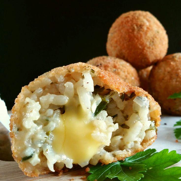 Salut les loulous ! Aujourd'hui je vous propose une recette Italienne qui me fait de l'œil depuis que Stéphanie de «Cuisine-moi un mouton» en avait fait l'éloge …