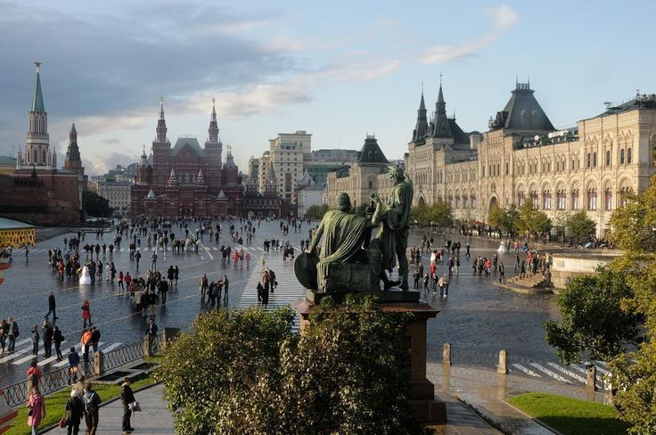 Red Square in Moscow, from the Saint Basil's Cathedral Christophe Meneboeuf, CC…