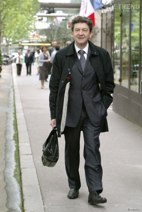 Qui ? Jean-Luc Mélenchon, Parti de Gauche Style : Jean-Luc dédramatise le costume papa chic avec un caban, résolument tendance ou presque. Note : 7/10