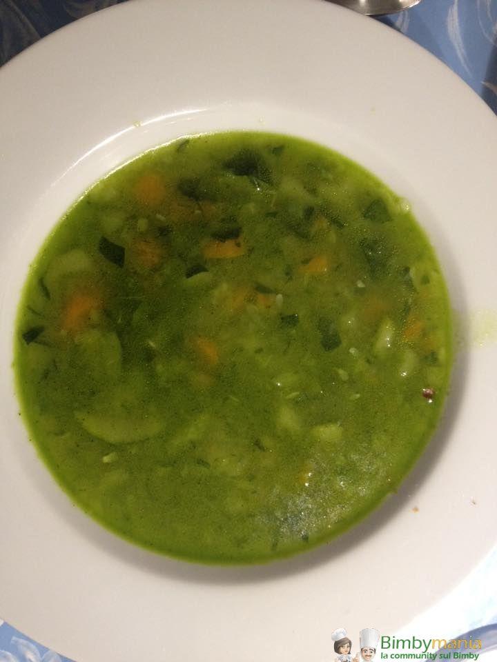Minestrone Bimby, Ogni tanto il pieno di verdure fresche ci vuole proprio! Ingredienti per circa 4 persone: 600 gr di verdure miste (patate, carote, sedano, zucchine