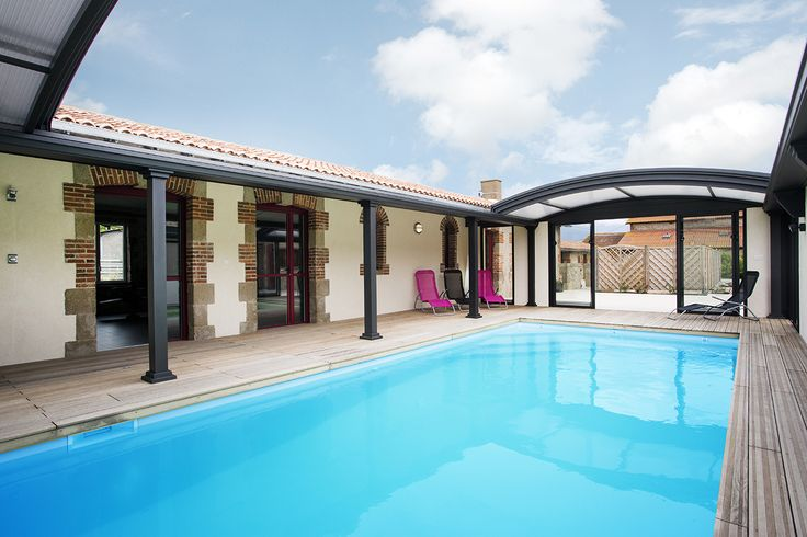 Abri piscine dôme UP pour profiter pleinement de la piscine par tous les temps