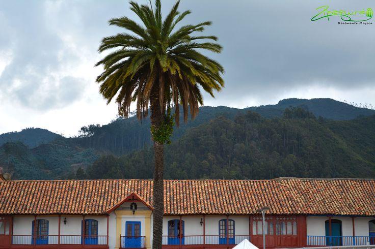 #Zipaquirá Realmente Mágica; el escenario para tus sueños, el lugar perfecto, el momento perfecto #Plazaprincipal. #Colombia #Zipaquiráturística #larespuestaesCOlombia