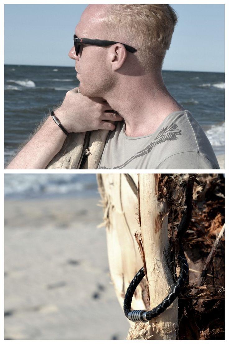 Bransoletka Fuerza - skóra naturalna i stal szlachetna, magnetyczne zapięcie. #fuerza #collection #kolekcja #fashion #stylization #mężczyzna #man #men #beautiful #look  #bransoletki #bransoletka #bransoleta #bracelets #bracelet #jewelry (fot.Adam Konowalski)