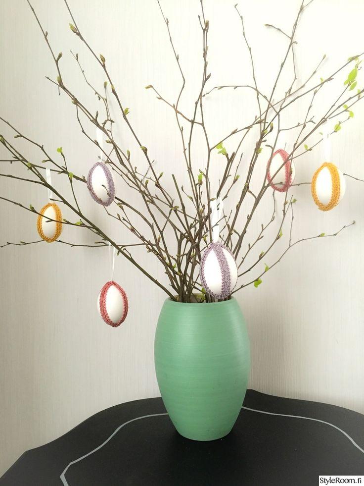 heidienjoylife on koristellut pajunoksat tyhjennetyillä munankuorilla, joiden päälle on liimattu koristenauhoja. #pääsiäinen #pääsiäisaskartelu #pääsiäiskoristeet #easter #diy