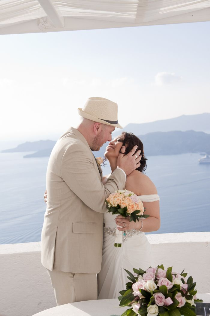 Sunny October wedding in Santorini
