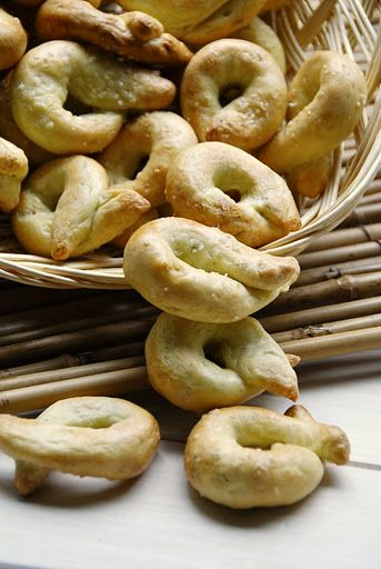 Taralli with Fennel Seeds (Southern Italian Pretzels)