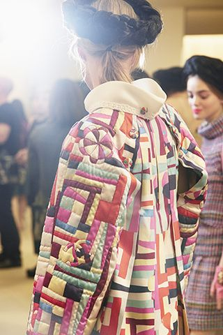 chanel-cruise-2015-16-show-backstage-009.jpg