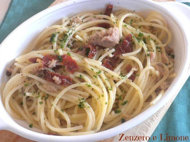 spaghetti con tonno e capperi | Zenzero e Limone