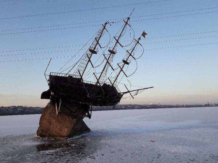 Воронеж памятники кораблик