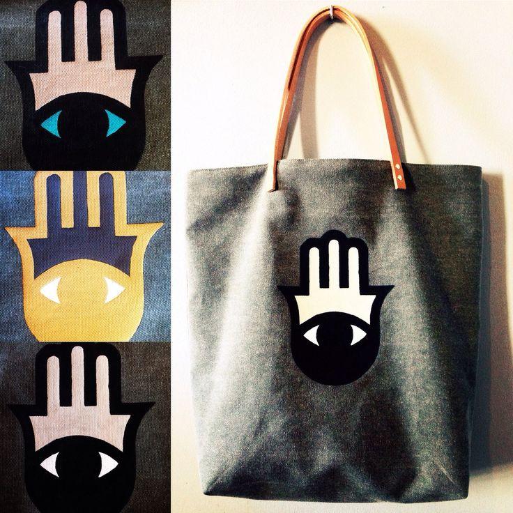 Le sac Fatma est disponible en plusieurs coloris! Il peut désormais être réalisé en lin Kaki ou lin gris selon votre préférence. Je peux personnaliser votre cabas par vos initiales au dos, il vous suffit de m'en faire part à la commande!