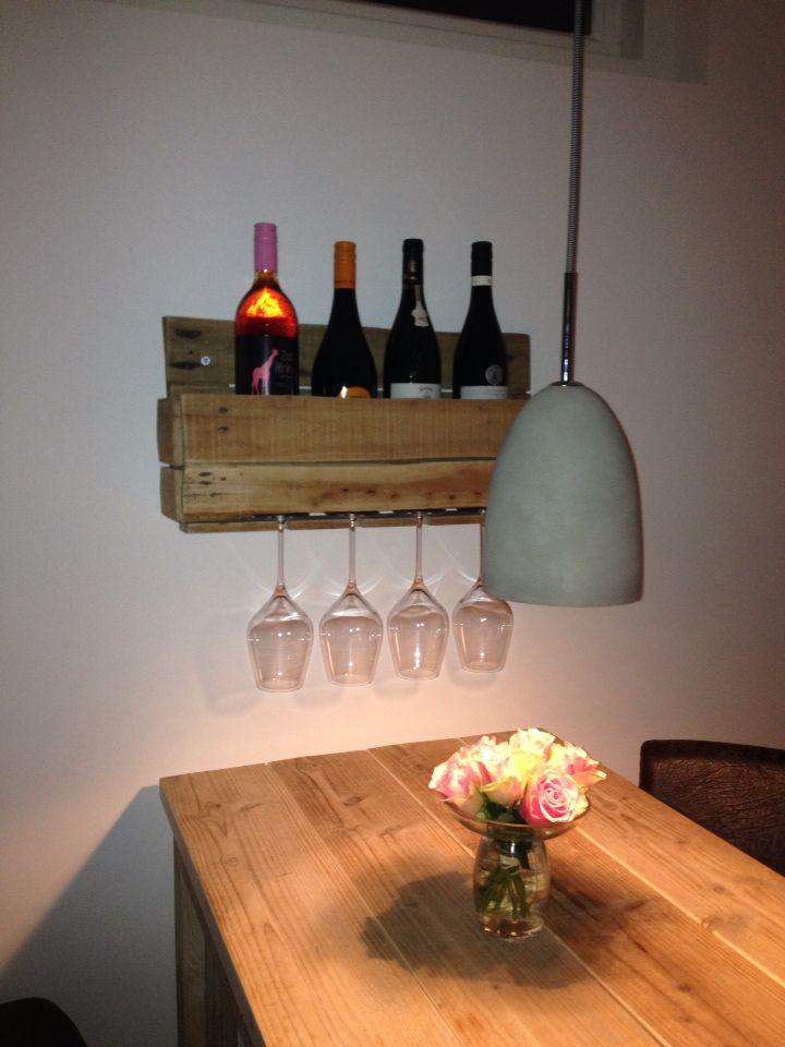 Wijnrek met glazen
