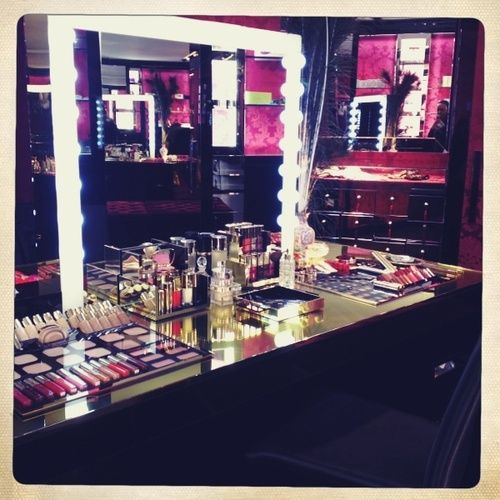I want to have my glam room inside my closet!!!