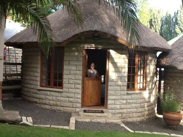 Image Result For House Plan For Rondavel Thatched House House Design Cottage House Plans