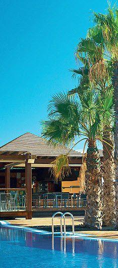 Entspannen am Pool unter Palmen...Das ist ein wahrer #traumurlaub auf Fuerteventura! #bucherreisen #Fuerteventura