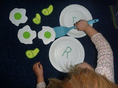 Green Eggs and Ham Preschool Activity - instead of matching a letter I could write words on the eggs and ham to match pictures I paste onto the plates (cat, hat, pig, dog, etc.)