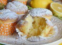 Muffin soffici yogurt e limone senza olio e burro, facili e veloci da fare, profumati e golosi, perfetti a merenda e a colazione, senza grassi aggiunti