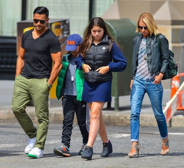 Kelly Ripa - Kelly Ripa & Family Out For Lunch In New York City