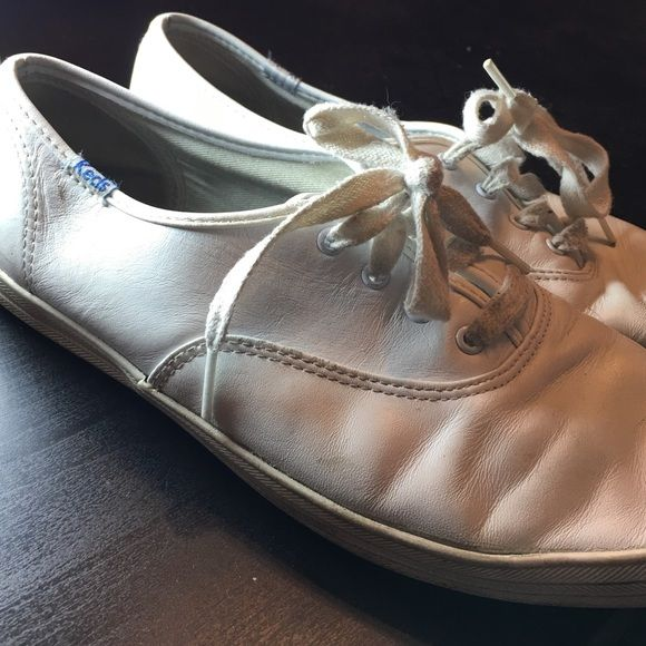White Leather Keds Broken in white leather Keds! They've seen some love, but they're still so versatile! Plus the worn look is very in right now ☺️ Make me an offer, or receive a 15% discount when you bundle! ❤️ keds Shoes Sneakers