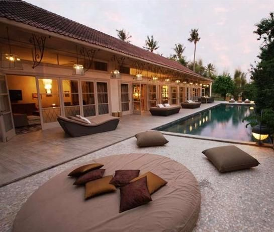 OopsnewsHotels - The Shaba Hotel Bali. The Shaba Hotel Bali is ideally positioned in a peaceful setting in Jimbaran, a short drive from Kuta and Seminyak. It provides a day spa, as well as a 24-hour reception, massage services and bicycle rental.   Guests of this 4-star hotel can plan sightseeing trips with the assistance of the tour desk. Those staying at the property are able to enjoy a book in the on-site library.