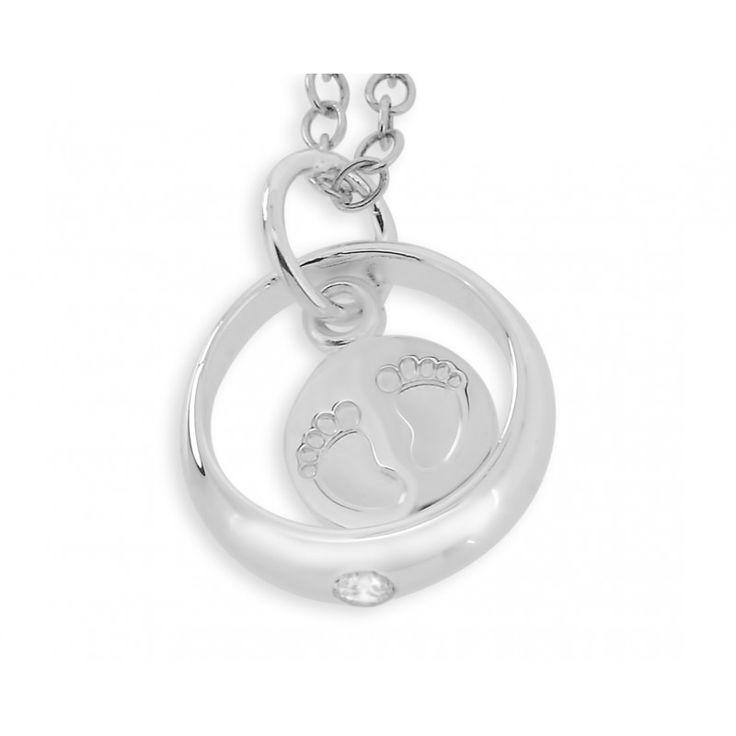 Eine bezaubernder Taufring aus 925 Sterling Silber mit einem hängenden Silberplättchen mit Babyfußabdrücken. Der Taufring hängt an einer Ankerkette. Dieses Schmuckstück ist ein wunderschönes Geschenk zur Taufe oder zur Geburt.