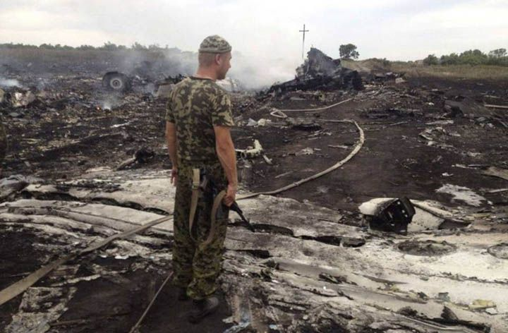 El avión de Malaysia Airlines fue derribado por un misil ruso. El Comité de Seguridad de Holanda dio su veredicto sobre el accidente del vuelo MH17. http://www.argnoticias.com/mundo/item/38842-el-avi%C3%B3n-de-malaysia-airlines-fue-derribado-por-un-misil-ruso
