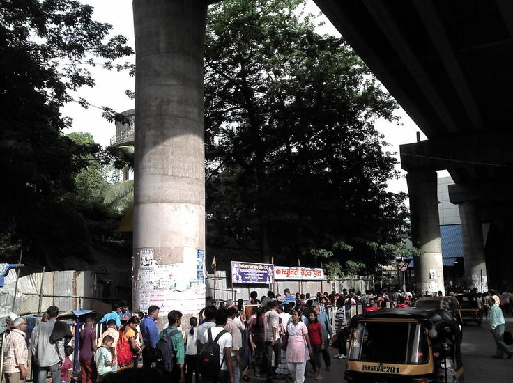 The line to enter Ghatkopar Metro station is longer than the line for Ganpati Darshan. Lol pic.twitter.com/ipcajaAu9t