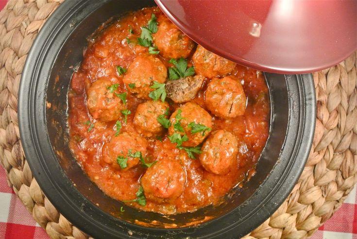 Gehaktballetjes in een tomaten-paprikasausje