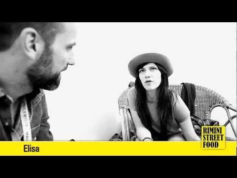 Elisa parla dello street food direttamente dai camerini di Italy Loves Emilia, Campovolo 2012.