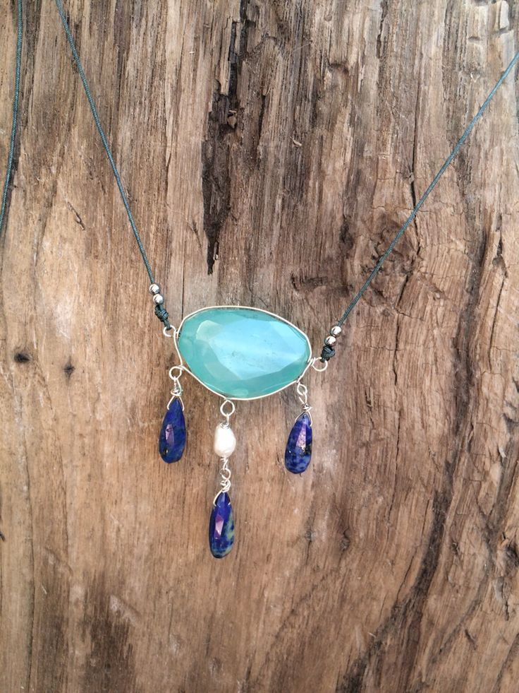 Chalcedony agate and lapis lazuli necklace