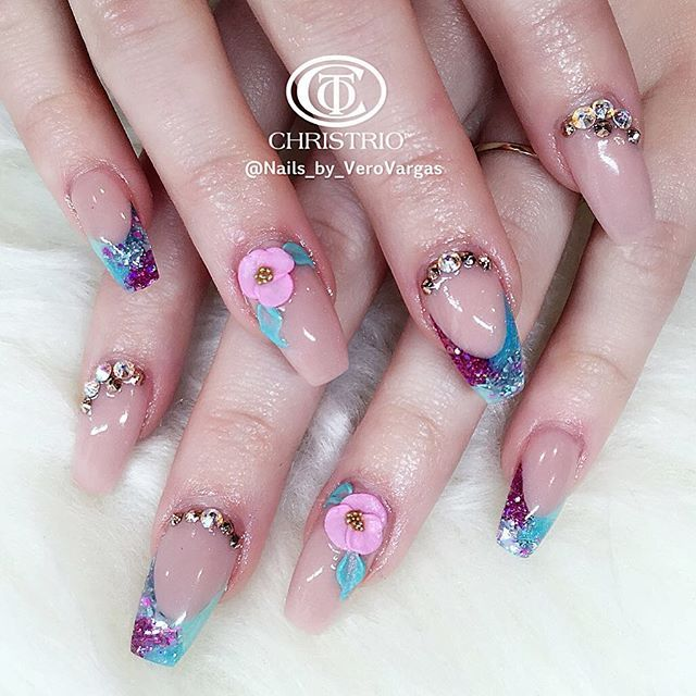 Nude and flower multicolor nails