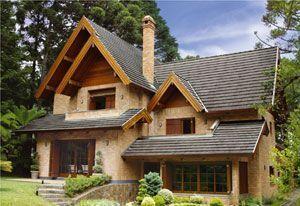 Fotos de fachadas de casas modernas com telhado aparente #fachadasverdes